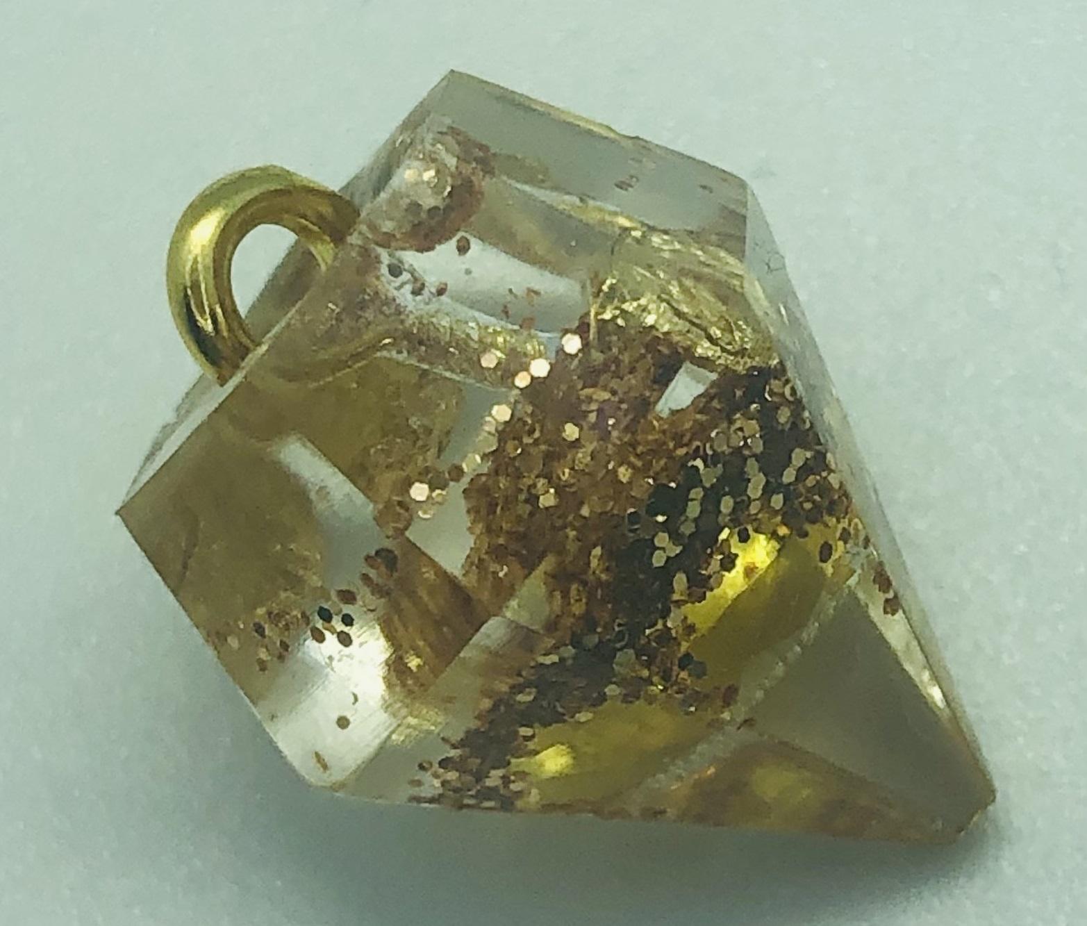 Diamant pendentif - Taille base hexagonale inscrite dans Dia.15 mm, Ht.18 mm